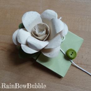 bustina e fiore di carta