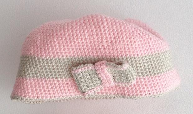 Berrettino neonato rosa e grigio all'uncinetto
